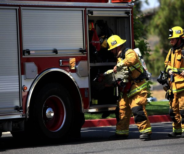firefighters-1243435_1280